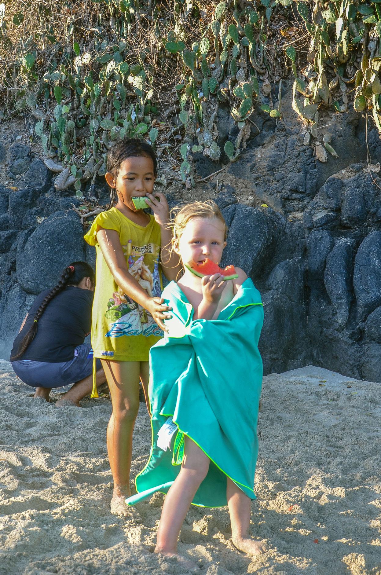 Czas na suszenie. Zoja razem z 9 letnią Sari.