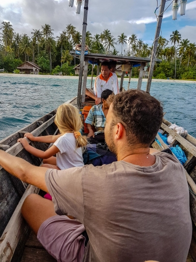 Odpływamy z Sikandang. Wyspy Banyak, Indonezja