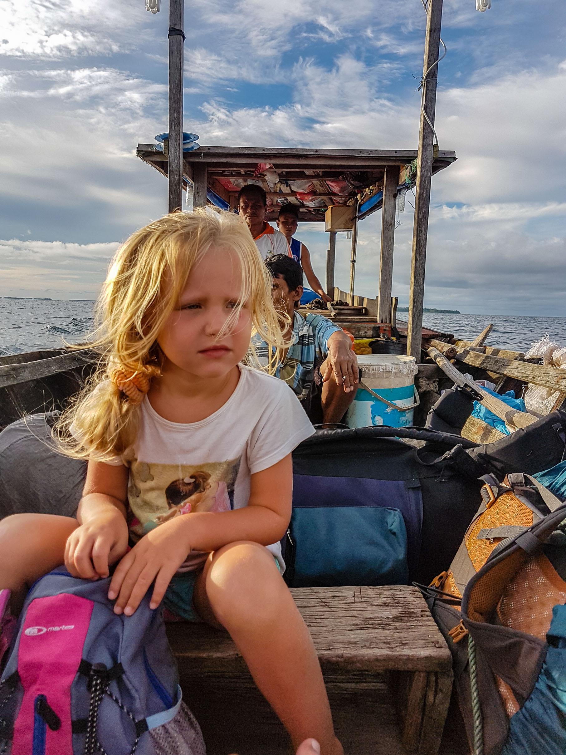 Przeprawa z Sikandang na Palambak. Wyspy Banyak, Indonezja