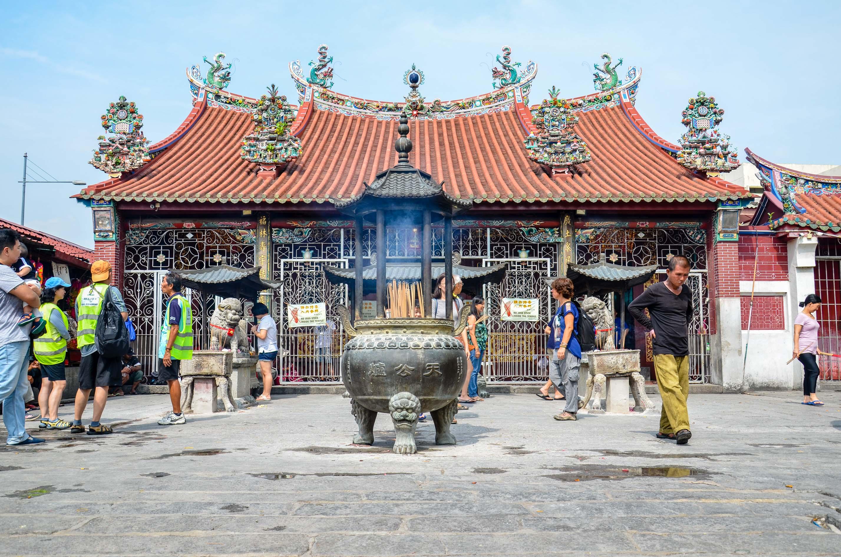 Świątynia bogini miłosierdzia w centrum George Town. Penang, Malezja.