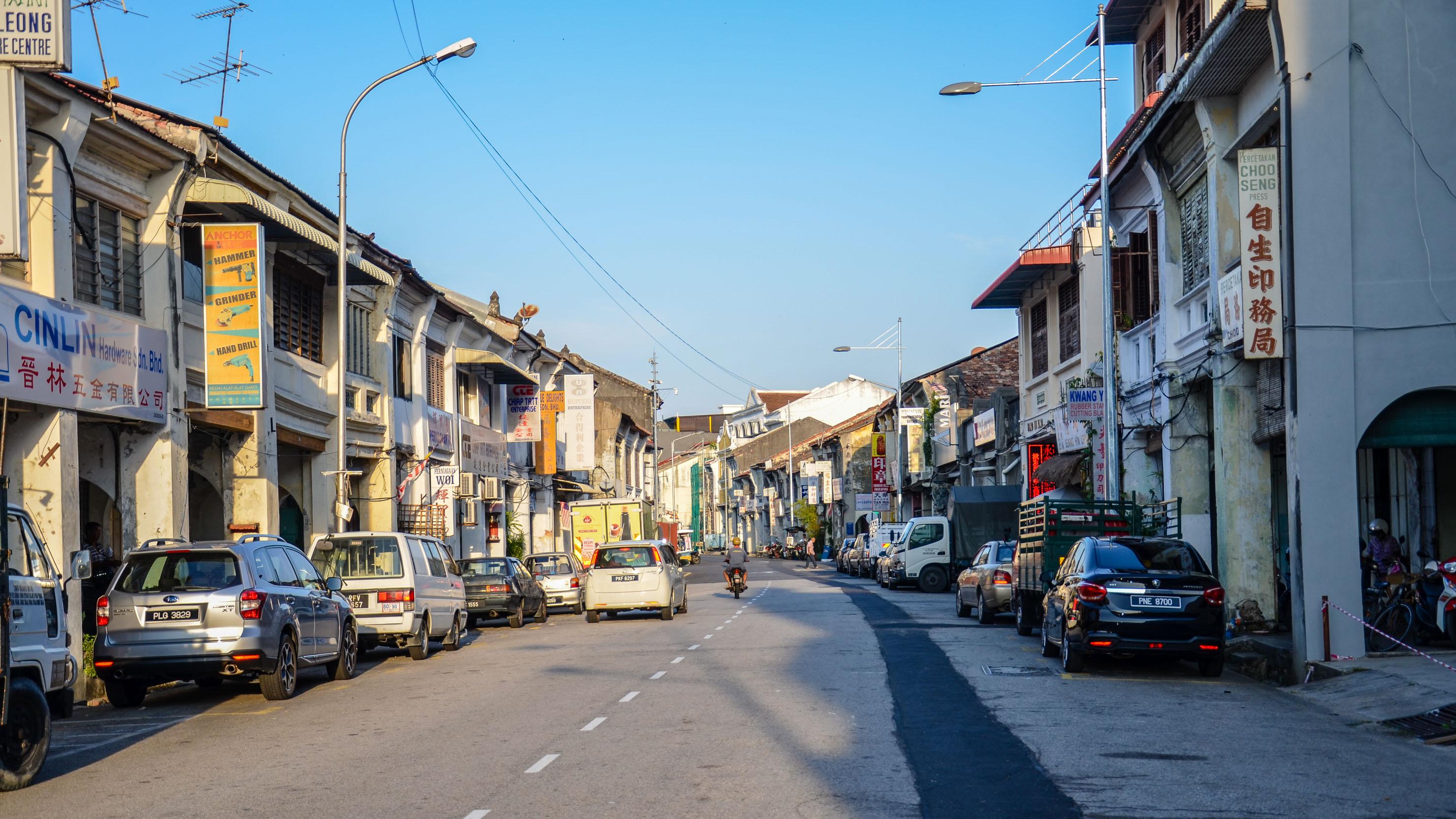 Jedna z dziesiątek ulic starego George Town. George Town, Malezja.