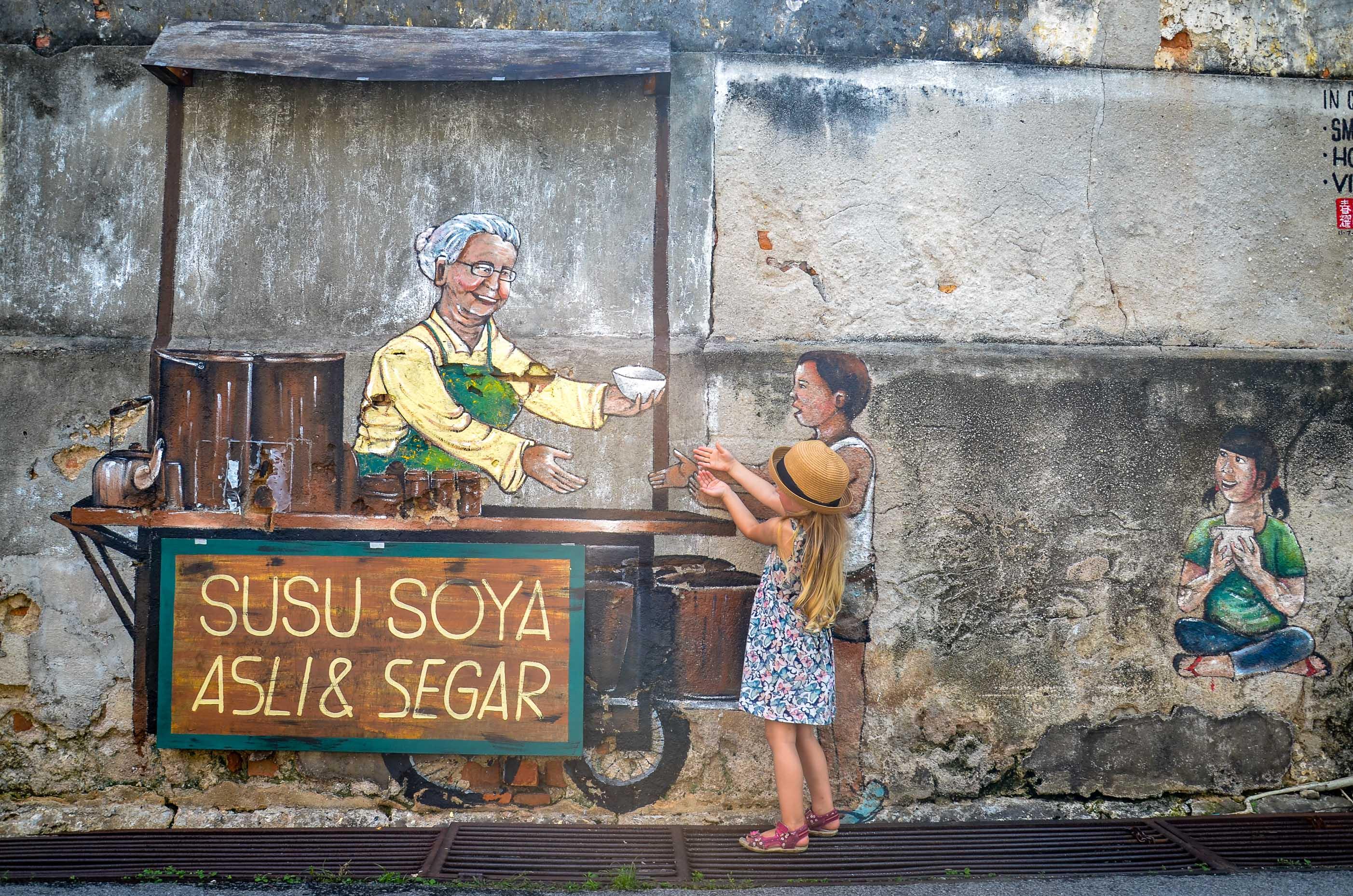 Zabawa fotograficzna z muralami. Penang, Malezja