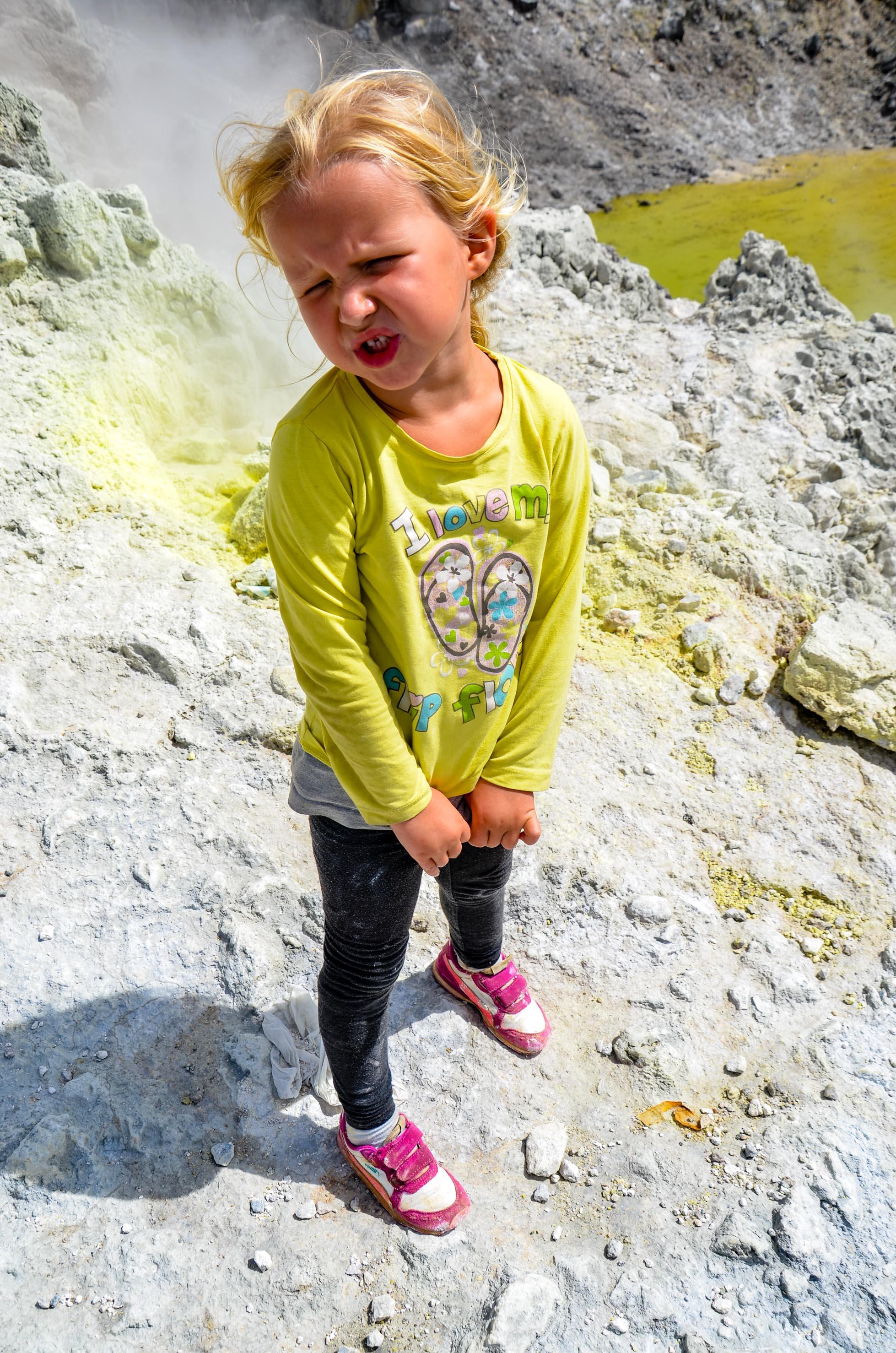 Zapach siarki wywoływał kwaśne miny. Sibayak, Indonezja.
