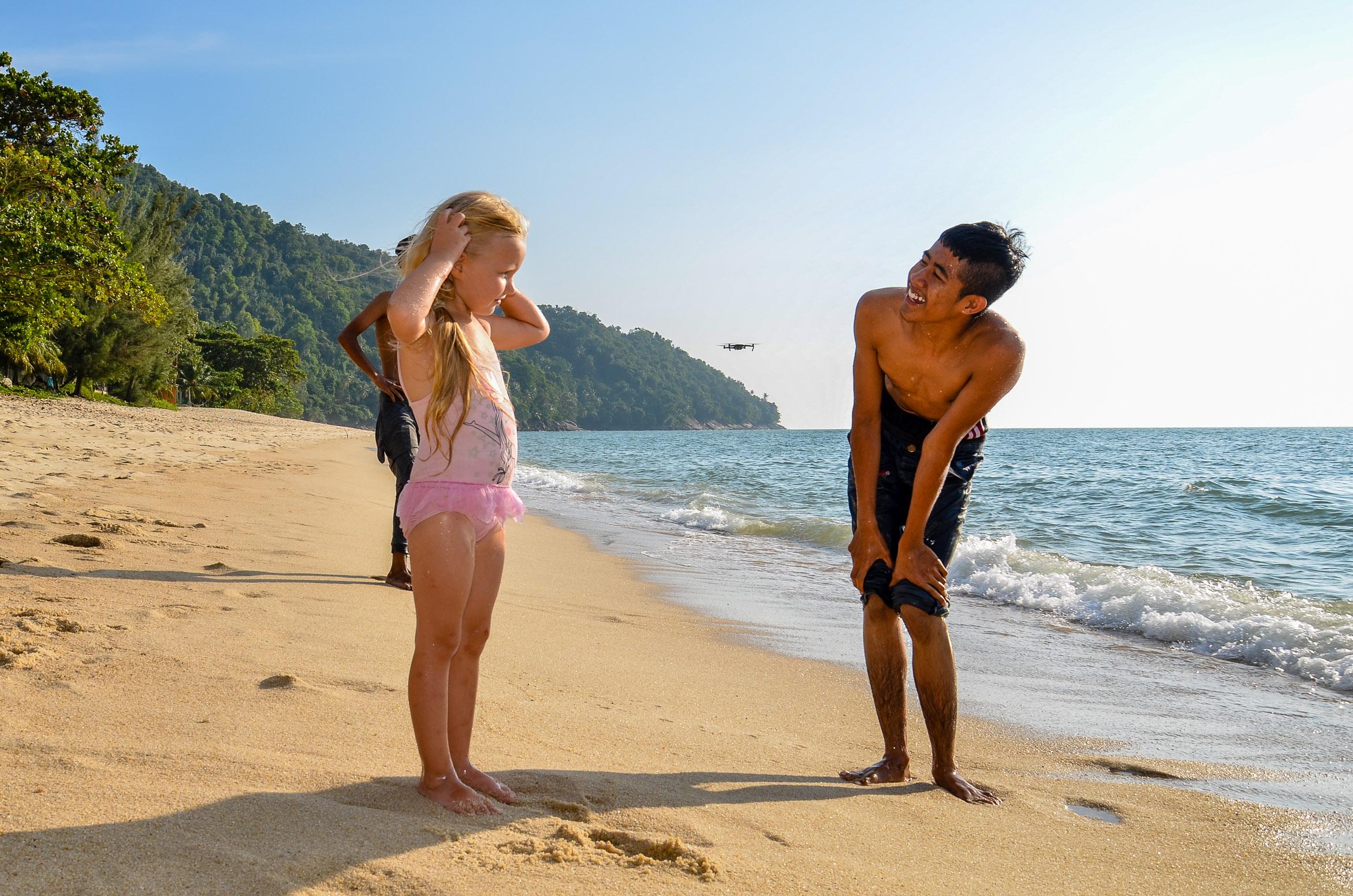 Koledzy z plaży okazali się być prawdziwymi dżentelmenami. Penang, Malezja.