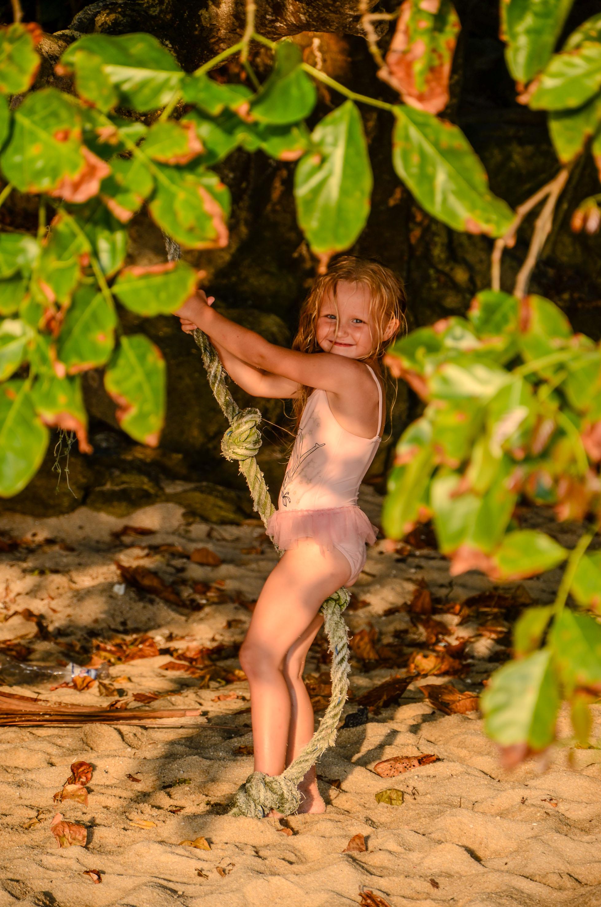W zagajniku można udawać Tarzana. Penang, Malezja.