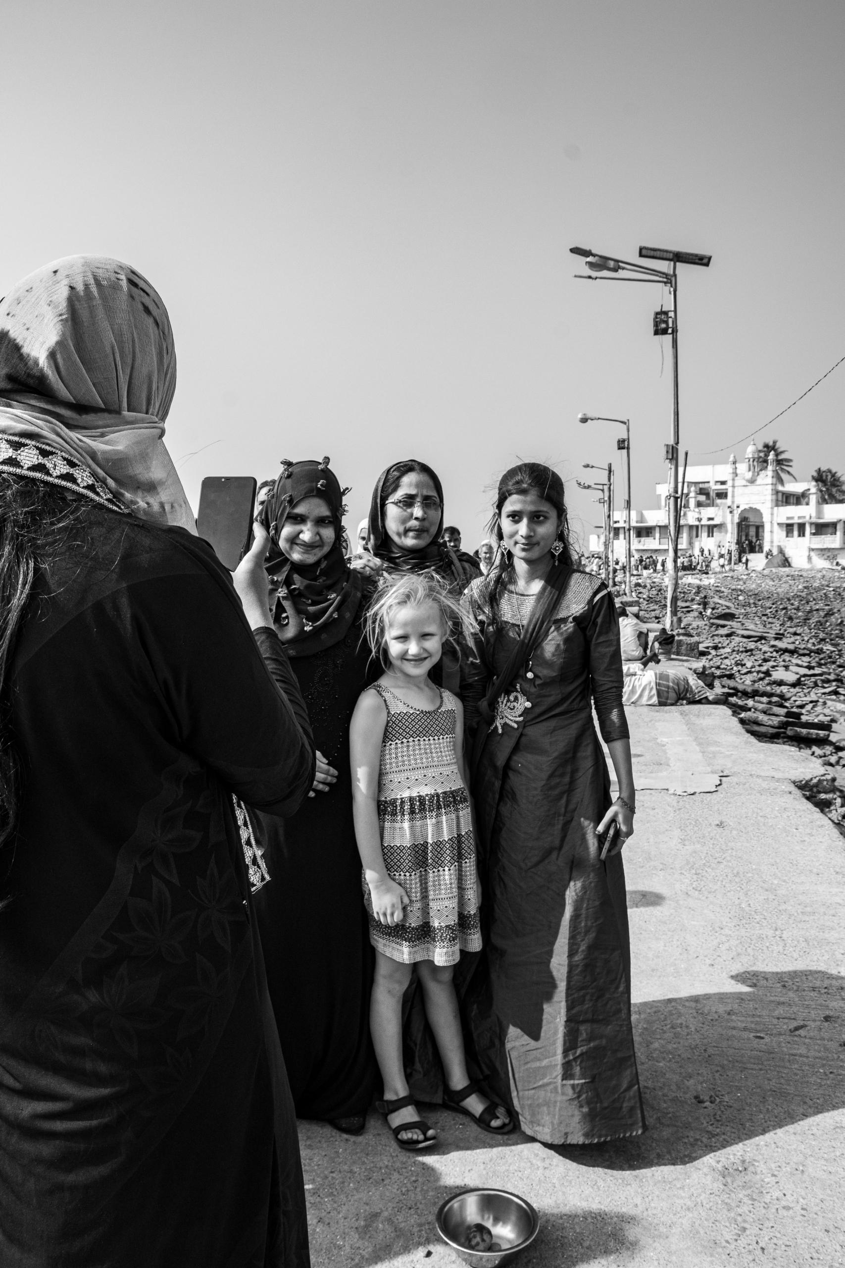 Selfie z pielgrzymami. | Haji Ali Dargah | Mumbaj | Indie
