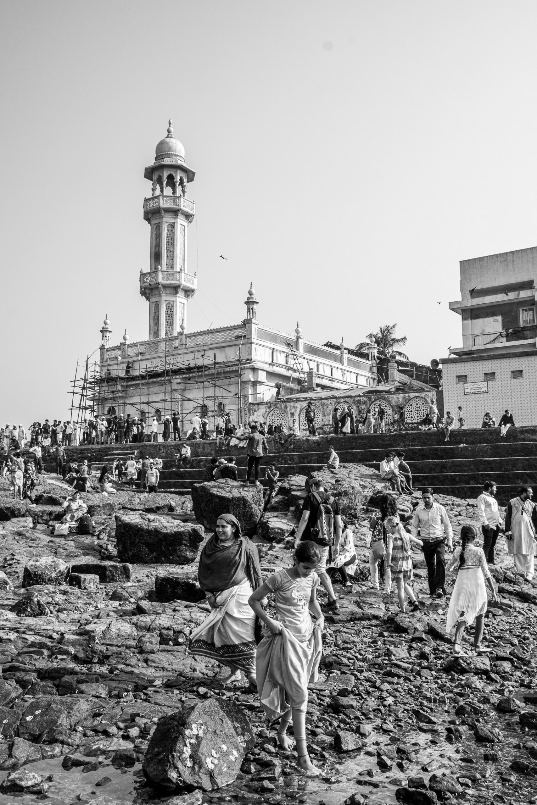Meczet Haji Ali i kamienne schody od strony Worli | Haji Ali Dargah | Mumbaj | Indie
